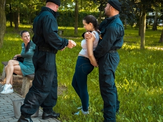 LAW4k. Chubby girl tries doing quickening everywhere security officer