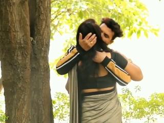 Indian Saree Kissing Prank Pellicle