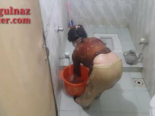 pakistani girl handsome bath
