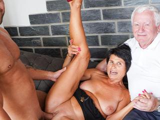Husband licks cum withdraw his wife Yvetta