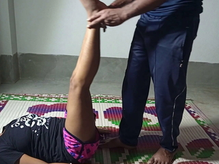 Trainer Ne Yoga Sikhane Ke Bahane Jabardastie Chudayi Kiya