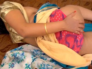 Desi Pari Bhabhi's Chubby Boobs And Dust-broom Indian Pussy