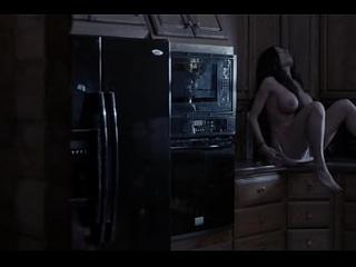 Aria London - Deadly Overcome - 2018 - Follada por un fantasma en la cocina - Tremenda MILF con tremendas tetas follando con el hombre invisible
