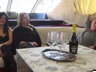 Wheezles Hostess Di Bordo