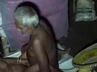 Budhe sasur ne jawaan bahu ko choda hindi audio