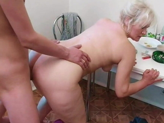 Russian mom Lena alternates between young cunt hunters