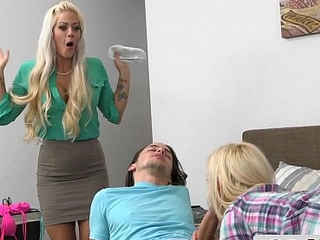 Gorgeours Stepmom Sneaks In the matter of a Young Couple - Holly Heart, Aubrey Gold