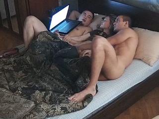 Adult Amateur Mmf Threesome Dusting